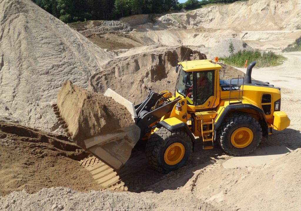 Gravko læsser Grus i Grusgraven